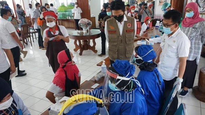 100 Karyawan Pabrik Rokok di Kabupaten Madiun Ikuti Rapid Test, Bupati Kaji Mbing : Deteksi Dini