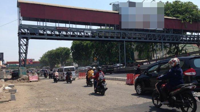 Frontage Road Wonokromo Terhambat Kaki JPO, Pemkot Surabaya Serahkan kepada Perusahaan Reklame