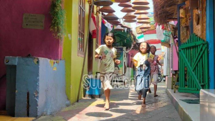 Serunya Melihat Anak-Anak di Kampung Warna Warni Jodipan Kota Malang Bermain