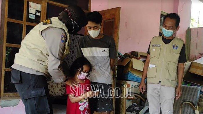 Polwan di Ponorogo Salurkan Bantuan untuk Anak yang Ortunya Meninggal Terpapar Covid-19