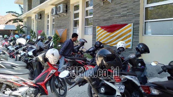 Hari Batik Nasional, Gedung Pemerintahan di Kabupaten Sampang Berhias Kain Bermotif Batik