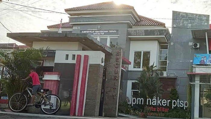 Kantor Dinas Penanaman Modal Tenaga Kerja dan PTSP Kota Blitar.