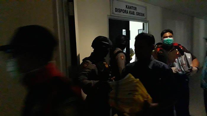 BREAKING NEWS - Kantor Dispora Gresik Digeledah Tim Pidsus Kejari karena Dugaan Kasus Korupsi