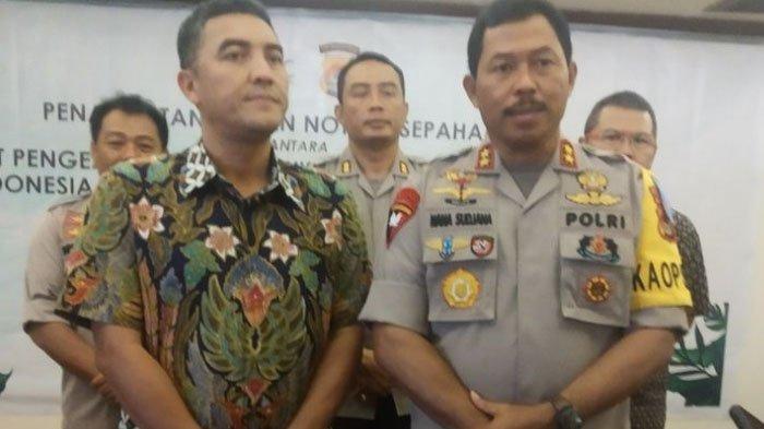 Kapolda NTB Irjen Pol Nana Sudjana (kanan).