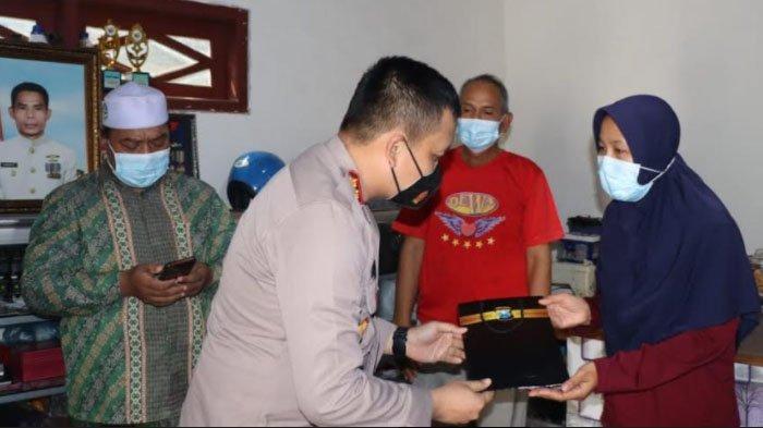 Kapolres Gresik Silaturahmi kepada Sejumlah Keluarga KRI Nanggala 402 di Gresik, Beri Semangat