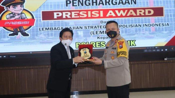 Polres Gresik Dianugerahi Presisi Award oleh Lemkapi Berkat Prestasi ini