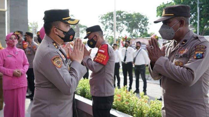 Pisah Sambut Kapolres Gresik yang Baru, Istri AKBP Arief Fitrianto Terharu dan Teteskan Air Mata