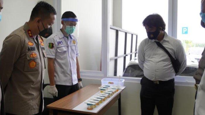 Cegah Penyalahgunaan Narkoba, Puluhan Personil Polres Gresik Jalani Tes Urine