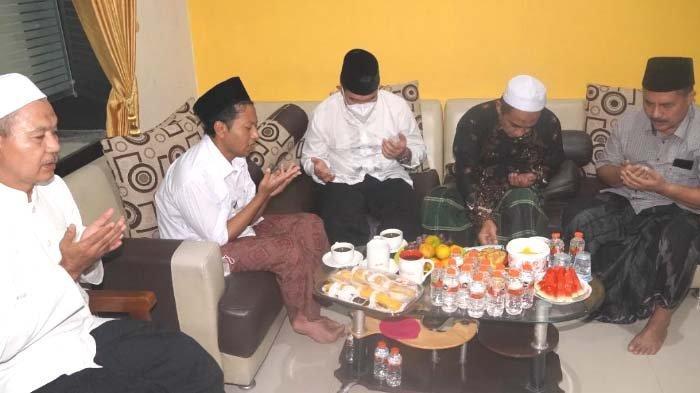 Kapolres Gresik Sowan Kediaman KH Abdul Ghofur, Ustadnya Semasa di Pondok Pesantren