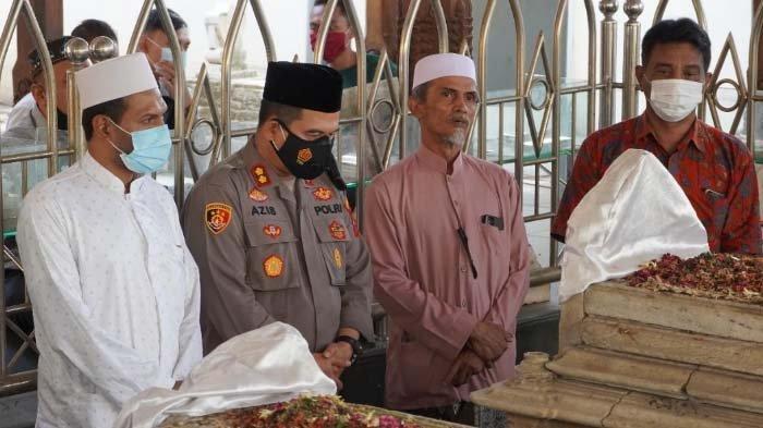 Kapolres Baru Gresik Awali Tugas Ziarah Makam Sunan Giri dan Maulana Malik Ibrahim