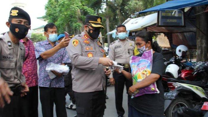 PKL dan Tukang Becak Alun-alun Kota Kediri Dapat Bantuan Beras