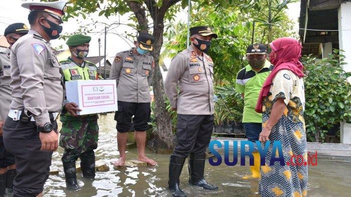 Bantu Korban Banjir, Kapolres Lamongan Minta Anggotanya Bertindak Cepat