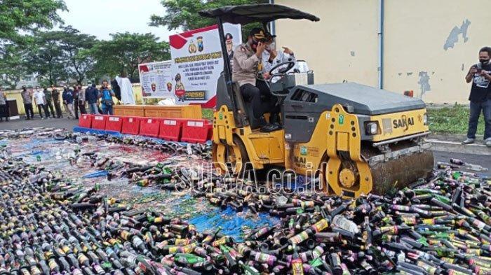 3.000 Lebih Minuman Keras Hasil Operasi Pekat Dimusnahkan di Kabupaten Lumajang