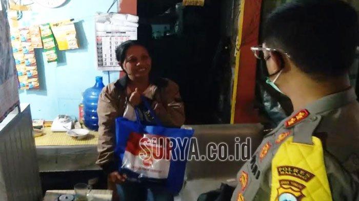 Kapolres Malang Blusukan Salurkan Bantuan Sosial untuk Warga Terdampak PPKM Darurat