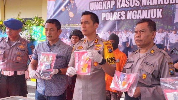 Dua Pengedar Narkoba Dibekuk Polisi di Nganjuk, Modus Gunakan Medsos untuk Cari Pembeli