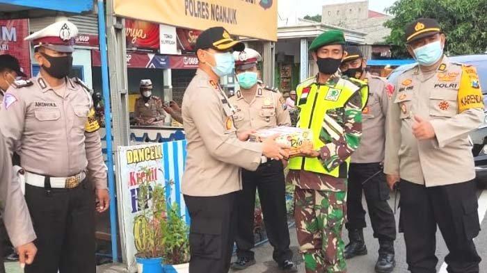 Kunjungi Pos Pengamanan Natal dan Tahun Baru 2021, Kapolres Nganjuk Pastikan Personel Siap Siaga