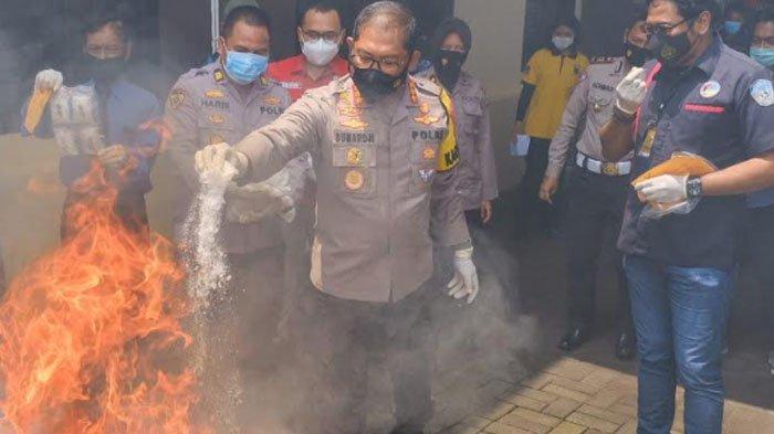 Polisi SidoarjoBakar Barang Bukti Kejahatan, 6,3 Kilo Sabu dan 91 Pil Ekstasi
