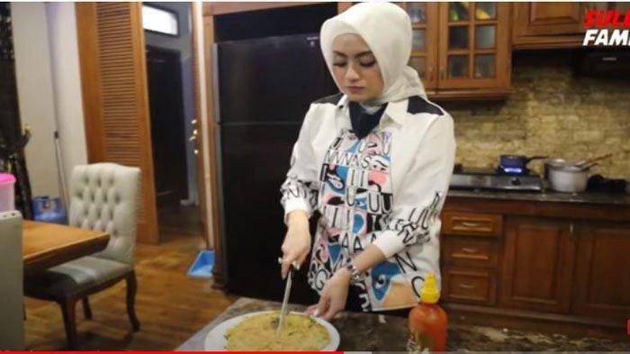 Nathalie Holscher tunjukkan kasih sayangnya masak tengah malam demi Anak-anak Sule