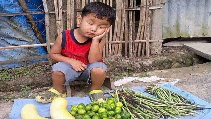 Tersebar Foto Bocah Jualan Sayur sampai Tertidur Buat Artis ini Ingin Menyekolahkannya, Siapa Dia?