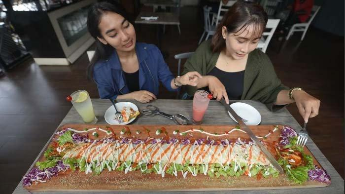 Kebab Limousine, Sajian Khas Timur Tengah Sepanjang Satu Meter ala Hotel Regantris Surabaya