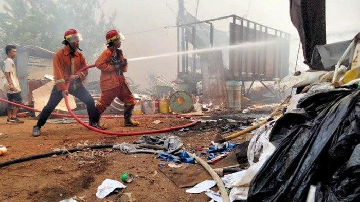 Api Puntung Rokok Ludeskan Gudang Kayu di Paciran Kabupaten Lamongan, Kerugian Rp 150 Juta