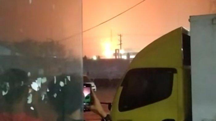 Saat Hujan Lebat, Kilang Minyak Pertamina RU IV Cilacap Terbakar