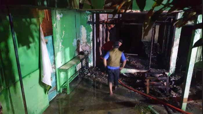 BREAKING NEWS - Ledakan Keras Diduga dari LPG Bakar Rumah Warga Mojokerto, Saat Buka Puasa