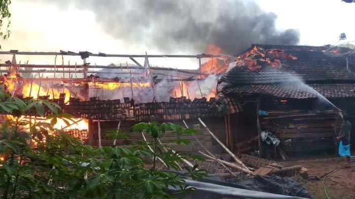 Rumah dan Gudang di Trenggalek Terbakar gara-gara Pemilik Masak Menu Buka Puasa lalu Ditinggal