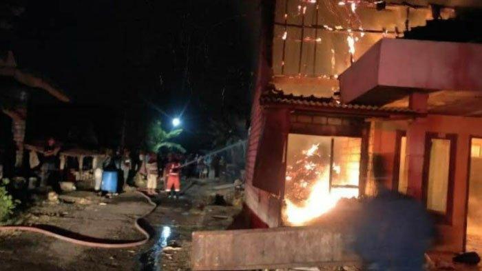 Api Muncul dari Tempat Pakan Sapi dan Sambar Rumah Warga Semanding Kabupaten Tuban