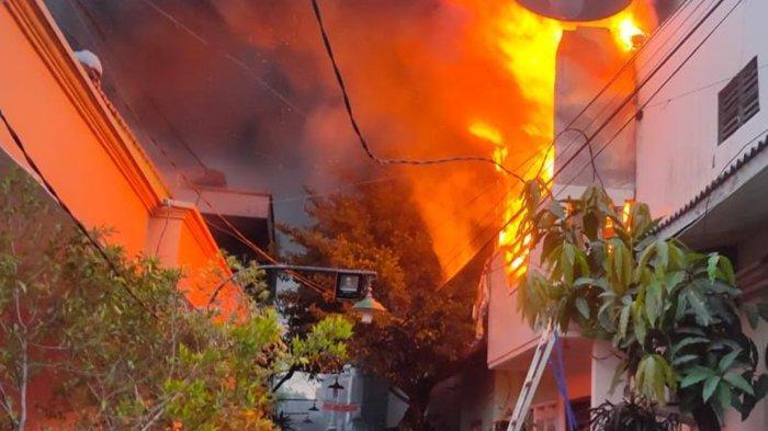 Keterangan Pemilik Rumah Lantai 2 di Girilaya Surabaya yang Terbakar Hebat