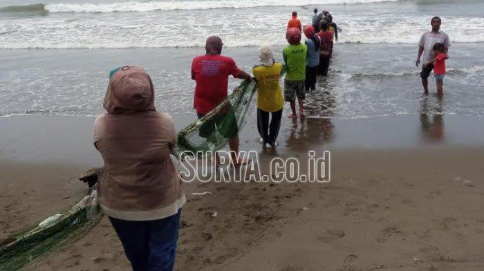 Pokdarwis Pantai Gemah Tulungagung Menolak Tutup, Tawarkan Pengetatan Protokol Kesehatan