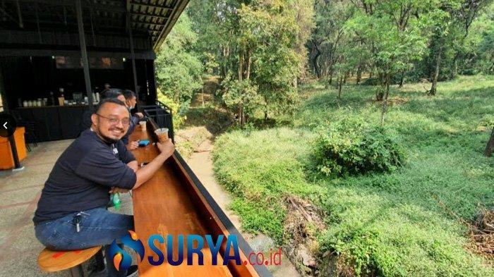 Berwisata ke Pasuruan, Coba Ngopi di Hutan Kebun Raya Purwodadi - kebun-raya-purwodadi-ngopi1.jpg