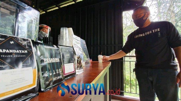 Berwisata ke Pasuruan, Coba Ngopi di Hutan Kebun Raya Purwodadi - kebun-raya-purwodadi-ngopi2.jpg