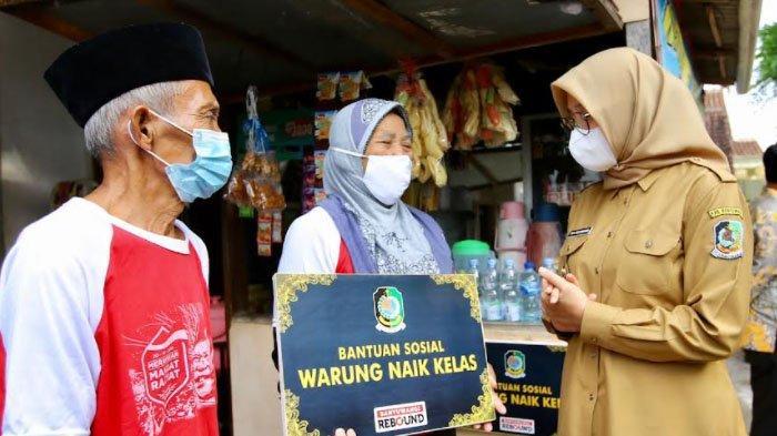 Ratusan Warung di Banyuwangi Kembali Dikucuri Bantuan Dana Agar Naik Kelas