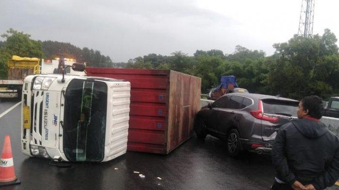 VIDEO Kecelakaan yang Menyebabkan Chacha Sherly Meninggal, Tampak Truk Hilang Kendali dan Terguling