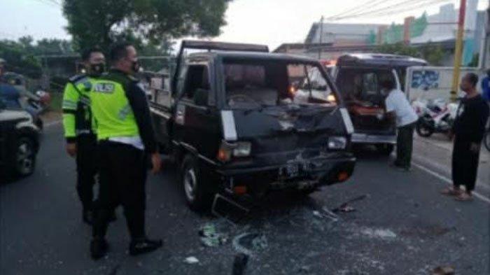 Pick Up Tabrak Sepeda Motor di Merakurak Kabupaten Tuban, Dua Orang Terluka