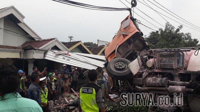 Terungkap, Truk yang Terguling di Jalan Raya Cerme, Gresik  Kondisi Sopirnya ternyata begini