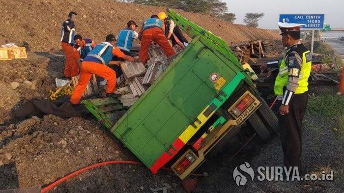 Kecelakaan Maut di Tol Gempas, Diduga Mengantuk Sopir Truk Muat Jeruk Tabrak Dump Truk, 2 Meninggal