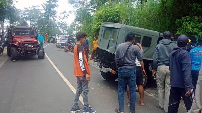 Kecelakaan Tunggal di Jalur Wisata Bromo, Toyota Land Cruiser Tabrak Tebing, Sopir Terhimpit Mobil