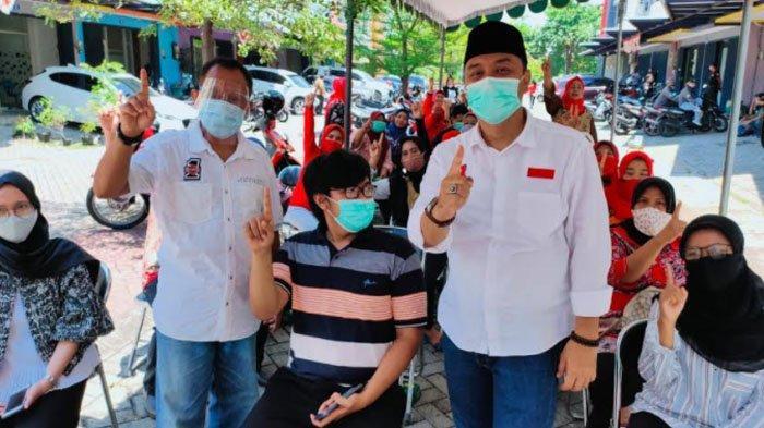 Calon Wali Kota Surabaya Eri Cahyadi dan Calon Wakil Wali Kota Armuji, giliran menyapa warga Jambangan, Jumat (6/11/2020). Keduanya bertemu para pelaku usaha UMKM di kawasan tersebut.