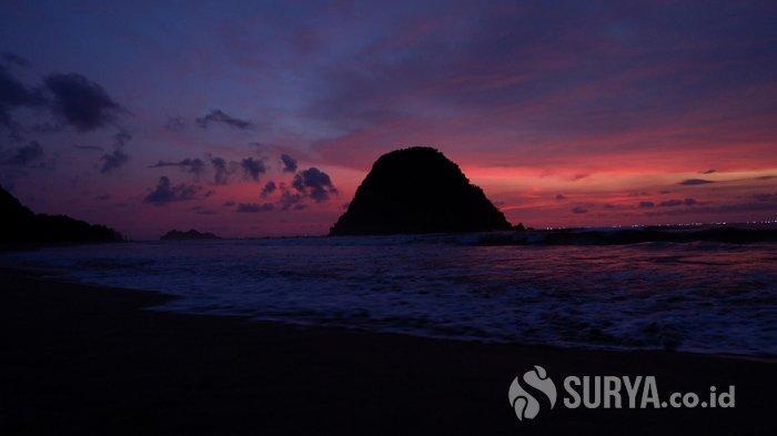 Pariwisata Bangkit, Pesona Sunset Pulau Merah Kembali Digandrungi Wisatawan