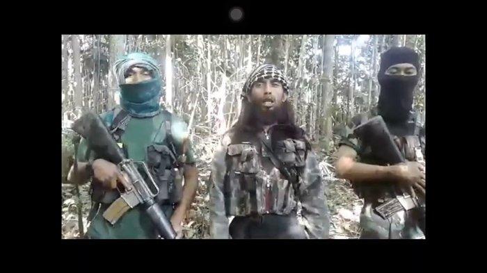 Ali Kalora (tengah) disebut-sebut sebagai pengganti Santoso, pimpinan kelompok Mujahidin Indonesia Timur (MIT) di Poso.