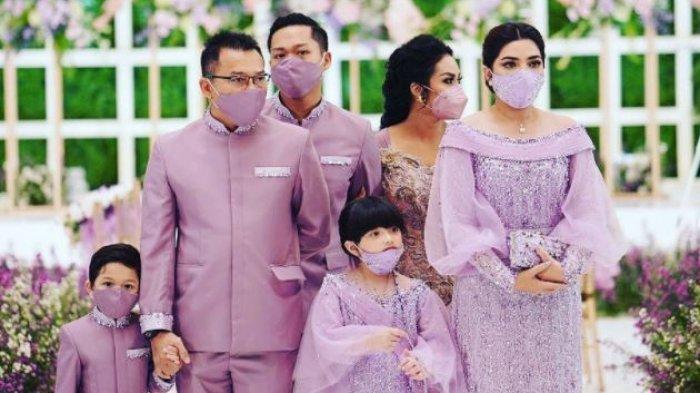 Keluarga Anang Hermansyah dan Krisdayanti saat menghadiri acara lamaran Aurel dan Atta Halilintar