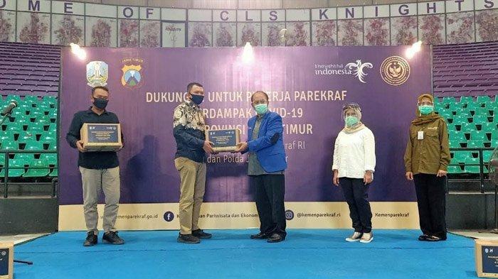 Kemenparekraf Salurkan Belasan Ribu Paket Bantuan untuk Pelaku Pariwisata di Jawa Timur