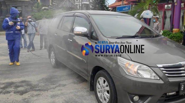 Cegah Sebaran Corona, Kendaraan dari Luar Daerah Disemprot Disinfektan saat Masuk Tuban