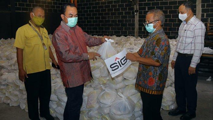 Semen Indonesia Salurkan 64.601 Paket Kebutuhan Pokok ke Warga Terdampak Covid-19