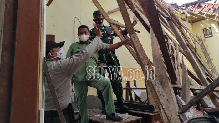 BREAKING NEWS Atap Bangunan SDN 1 Babadan Kabupaten Ponorogo Ambruk
