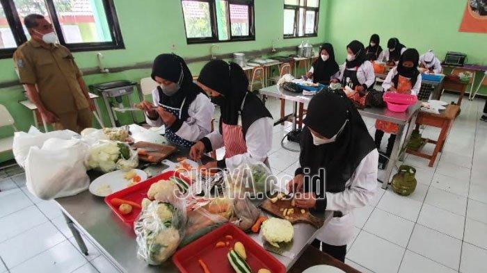Seperti Ini Aktivitas Pembelajaran Tatap Muka di SMKN 2 Sukorejo Kabupaten Pasuruan