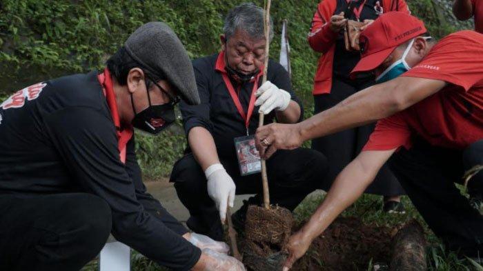 Wujud Gerakan Politik Hijau, PDIP Jatim Ikut Tanam Pohon dan Bersih-bersih Sungai
