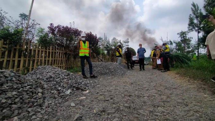 Jalan Penghubung Dua Kecamatan Rusak, Ketua DPRD Kabupaten Pasuruan Lakuan Sidak